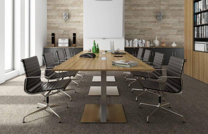 Mesas de reunión robustas para gran cantidad de asistentes.