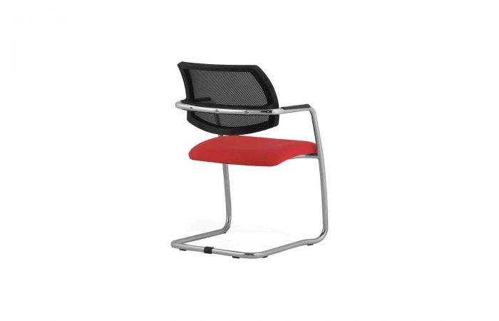 Silla para atender visitas en mesas de escritorios de oficina.