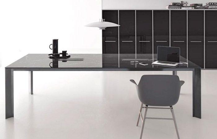 Elegante mesa de despacho