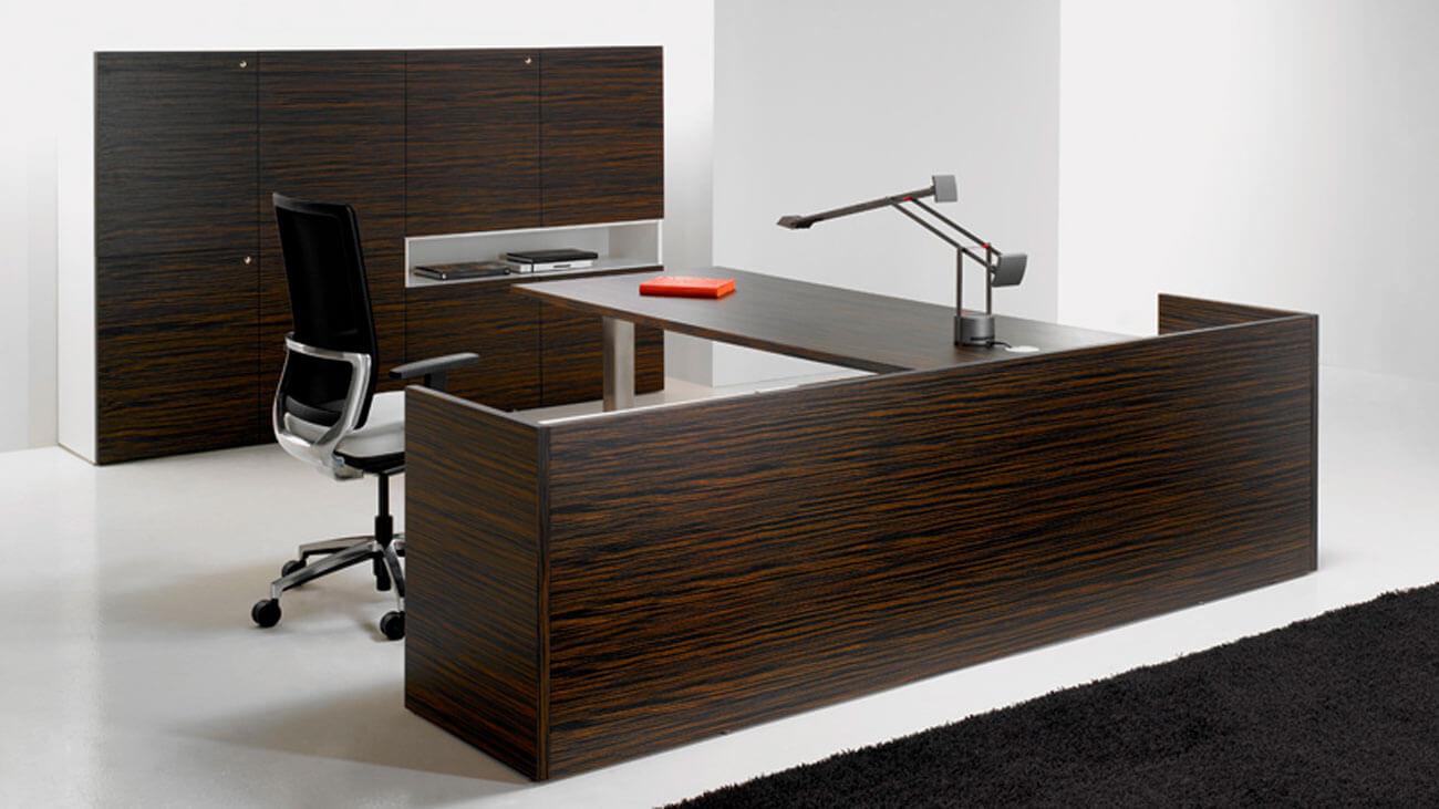 Mesa en dos colores para despachos de oficina