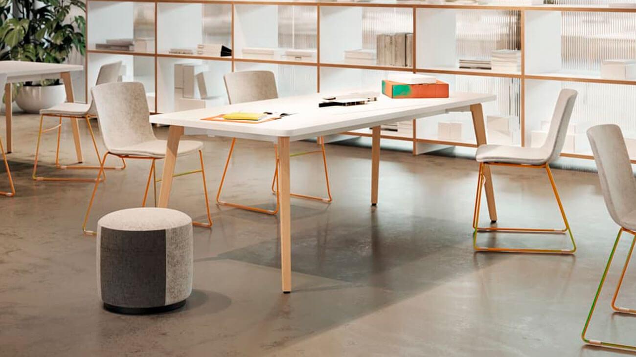 Mesa cálida para dar personalidad a la oficina
