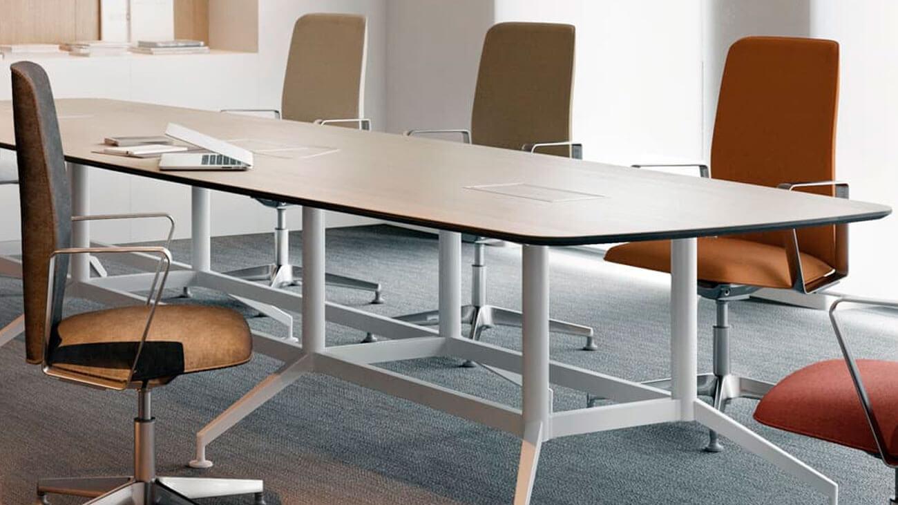Mesa de reuniones para despachos y salas de juntas