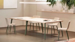 Mesa de reuniones en madera